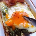 アスパラガスの半熟玉子とチーズのオーブン焼