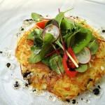 2016年4月 地中海料理「クラセ・メディテラネア」メニュー『ジャガイモのガレット サラダ仕立て』