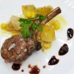 cordero con patatas al horno (ジャガイモを添えた子羊)|渡辺万里のスペイン料理